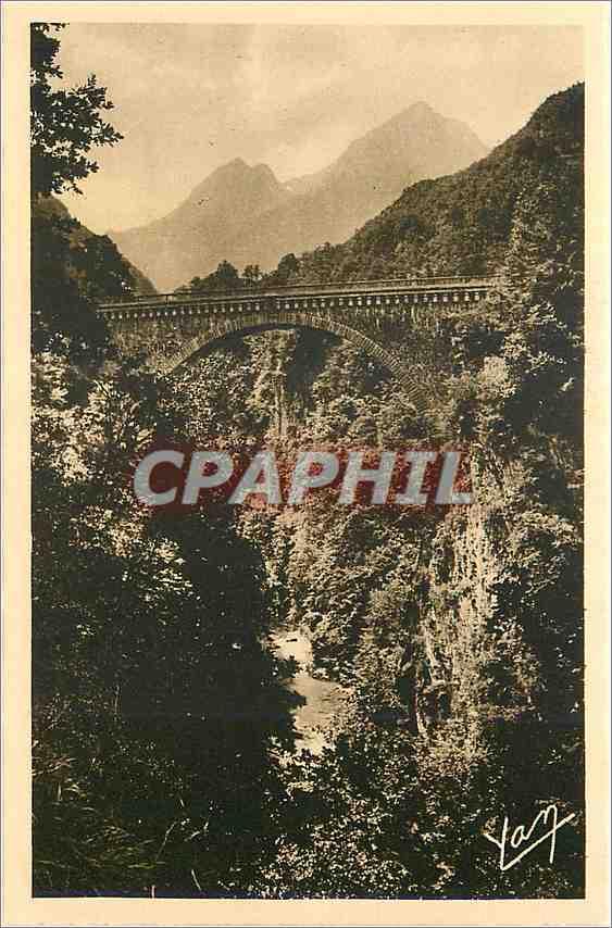 Ansichtskarte AK Les Pyrenees St Sauveur les Bains Station thermale et estivale Le pont Napoleon 0