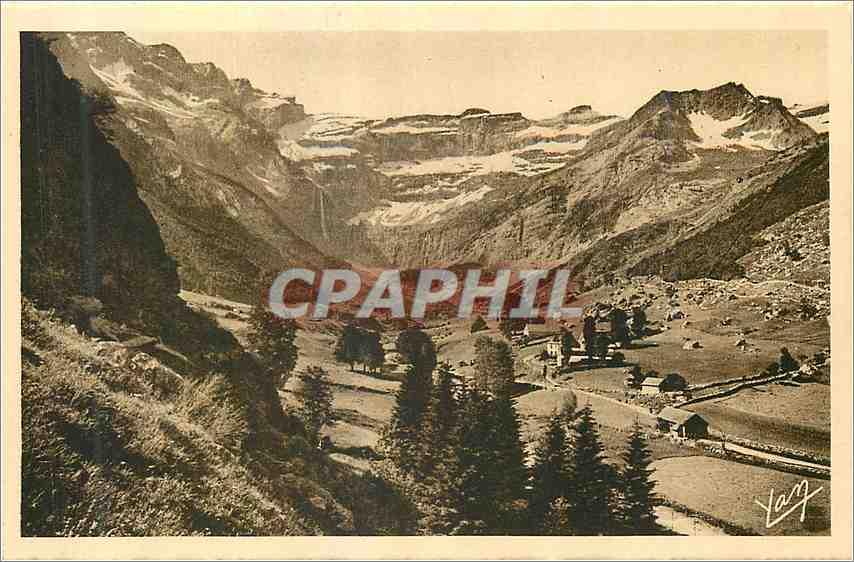 Ansichtskarte AK Les Pyrenees Le Cirque de Gavarnie Vue prise au dela du Village Au fond du Cirque la Grande Casc 0