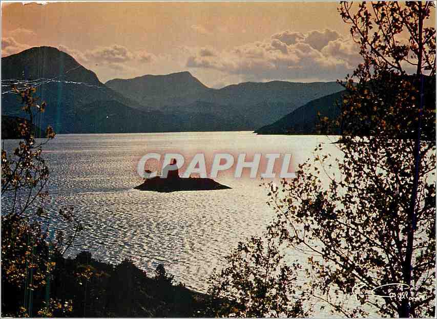 Moderne Karte Les Hautes Alpes Lac de Serre Poncon Contre jour sur la petite Chapelle 0