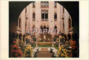 Moderne Karte Isabella Steward Gardner Museum Boston Court in Autumn with Chrysanthemums