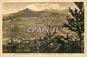 Ansichtskarte AK Barcelonnette (1142m) un Coin de la Ville a Travers les Sapins