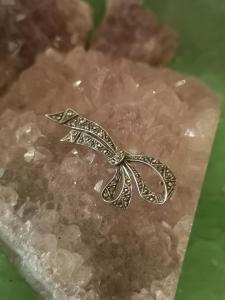Silberschleife aus 835er Silber  mit Markasitenbesatz