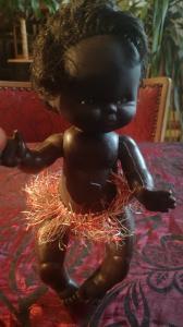 Dunkelhäutige Puppe aus den Achtzigern