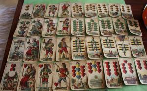 Tolles altes Kartenspiel der Firma Vereinigte Stralsunder Spielkartenfa. Alter?