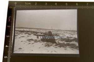 Tolles altes Negativ - Soldaten mit Maschinengewehr im Schützengraben
