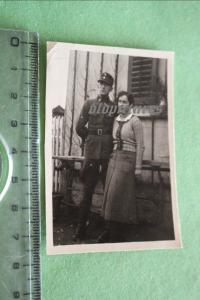 Tolles altes Foto - Portrait eines Soldaten mit Frau - mir unbekannte Uniform