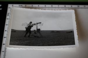 Tolles altes Foto - MG auf Lafette - Flugabwehr auf freiem Feld