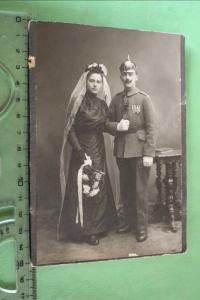 Tolles altes Hochzeitsfoto - Soldat mit Pickelhaube und Orden