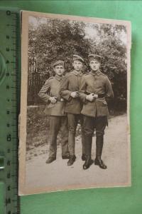 Tolles altes Foto  drei Soldaten  Heimat-Schütz. Masch.Gew.Komp. v. Selle Coburg