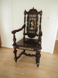 edler königlicher Stuhl mit Armlehen aus der Zeit des Historismus
