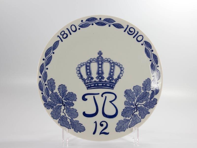 Regiment Teller, Meißen, Anf. 20. Jh., Jägerbataillon 12, 1810 - 1910,  Regiment plate, first half 20th century, marked Meißen, hunting battalion, blue painting, undamaged.