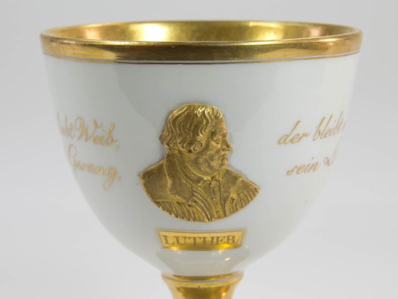Kleiner Pokal Mitte 19. Jh., (1846), gemarkt Meißen, auf den 300. Todestag des Reformators Martin Luther,  Goblet, 1849, marked Meißen, to the 300th day of death of Martin Luther, with a portrait of him in gold, very good condition. 2