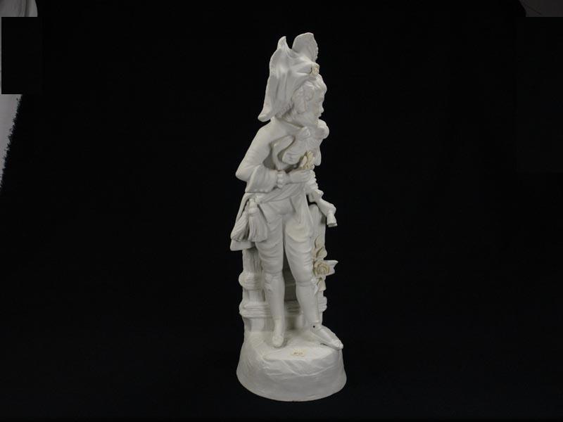 Porzellanfigur, Thüringen, Ende 19. Jh., weißes Biscuitporzellan, Knabe mit Blumen, gekleidet im Stil des ausklingenden 18. Jh. H: 33 cm 0