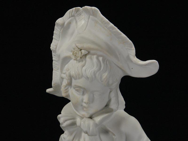 Porzellanfigur, Thüringen, Ende 19. Jh., weißes Biscuitporzellan, Knabe mit Blumen, gekleidet im Stil des ausklingenden 18. Jh. H: 33 cm 1