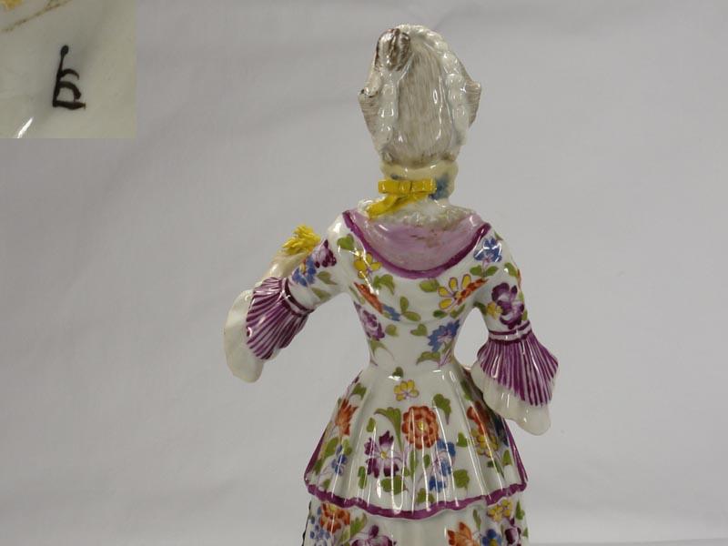 Porzellanfigur, gemarkt Limbach in braun, Aufglasur, um 1780, Figur aus einer Jahreszeitenfolge in feiner polychromer Malerei, Unterglasur, Garben in linker Hand leicht bestoßen, Figur von musealer Qualität. H: 18,5 cm 1