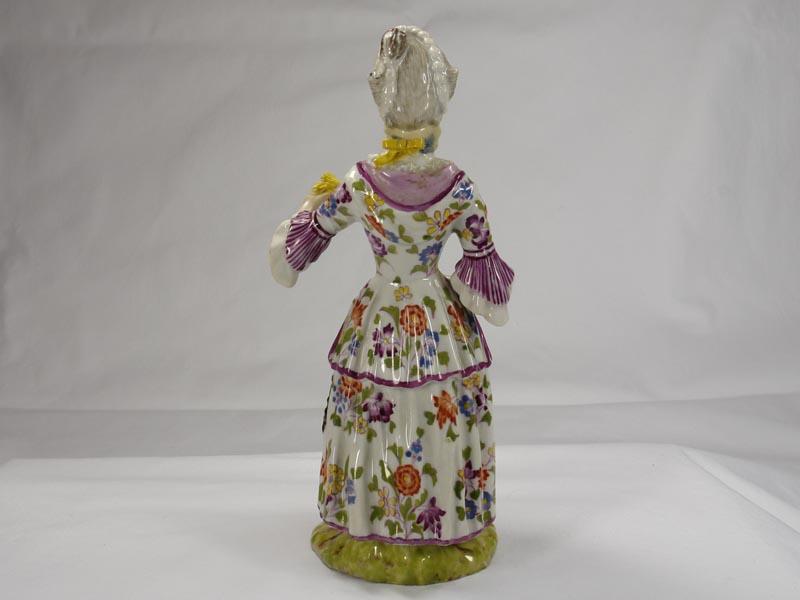 Porzellanfigur, gemarkt Limbach in braun, Aufglasur, um 1780, Figur aus einer Jahreszeitenfolge in feiner polychromer Malerei, Unterglasur, Garben in linker Hand leicht bestoßen, Figur von musealer Qualität. H: 18,5 cm 2