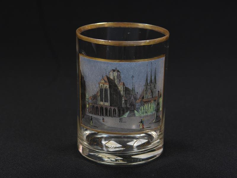 Glas, vermutlich S. Mohn Schule, um 1810, zylindrische Form, Darstellung des Doms zu Erfurt mit figurenstaffage, ausgesprochen feine, detailgetreue Glasmalerei, beschriftet: \