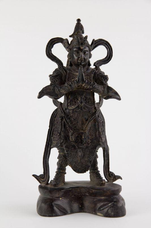 Figur, Asien, 20. Jh., Lokapala (Weltenhüter, auch königliche Wächter sind in der Mythologie des Hinduismus und des Buddhismus die Wächter der vier bzw. acht Himmelsrichtungen. Jedem von ihnen hat Elefanten als Helfer zur Seite. Sie wurden traditionell...