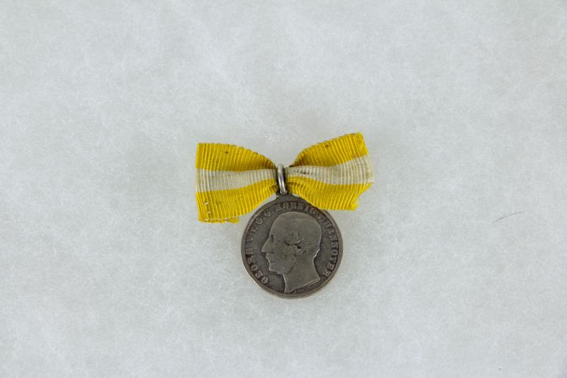 Miniaturmedaille, Hannover, Silber, Vorderseite: König Georg, Rückseite: L.V.F.D.L.B. 1836 4. Juni 1861, Hannover, Zustand s-ss. D: 19 mm
