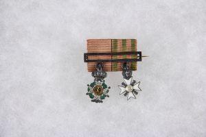 Barett,  (Spange), Belgien, um 1880, Miniaturen zu dem Leopoldorden, Ritter, Silber, Medaillon Gold und zum Zivilverdienstkreuz Silber, Medaillon Gold, Spange Gold, gestempelt, feine Qualität.
