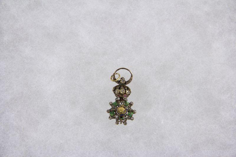 Ordensminiatur, Frankreich, schöne Fertigung um 1860, Miniatur zum Orden der Ehrenlegion, 750er Gold, im Ring gestempelt, mit Rosendiamanten besetzt, Band fehlt, im Originaletui.