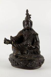 Figur,  Tibet, 18. Jh., Padmasambhava (Lotosgeborener, auch Guru Rinpoche, Guru Padma, Padina Sambhava oder Padmakara, 8. bis 9. Jahrhundert gilt als Begründer des Buddhismus in Tibet zur Zeit des Königs Thrisong Detsen), Bronze, fein geschnitten und...