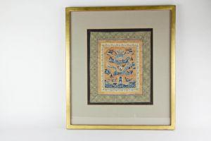 Seidenstickerei, China, 19. Jh., Rangabzeichen, Blauer Drache, Gebrauchsspuren, im Rahmen. 34 cm x 30 cm