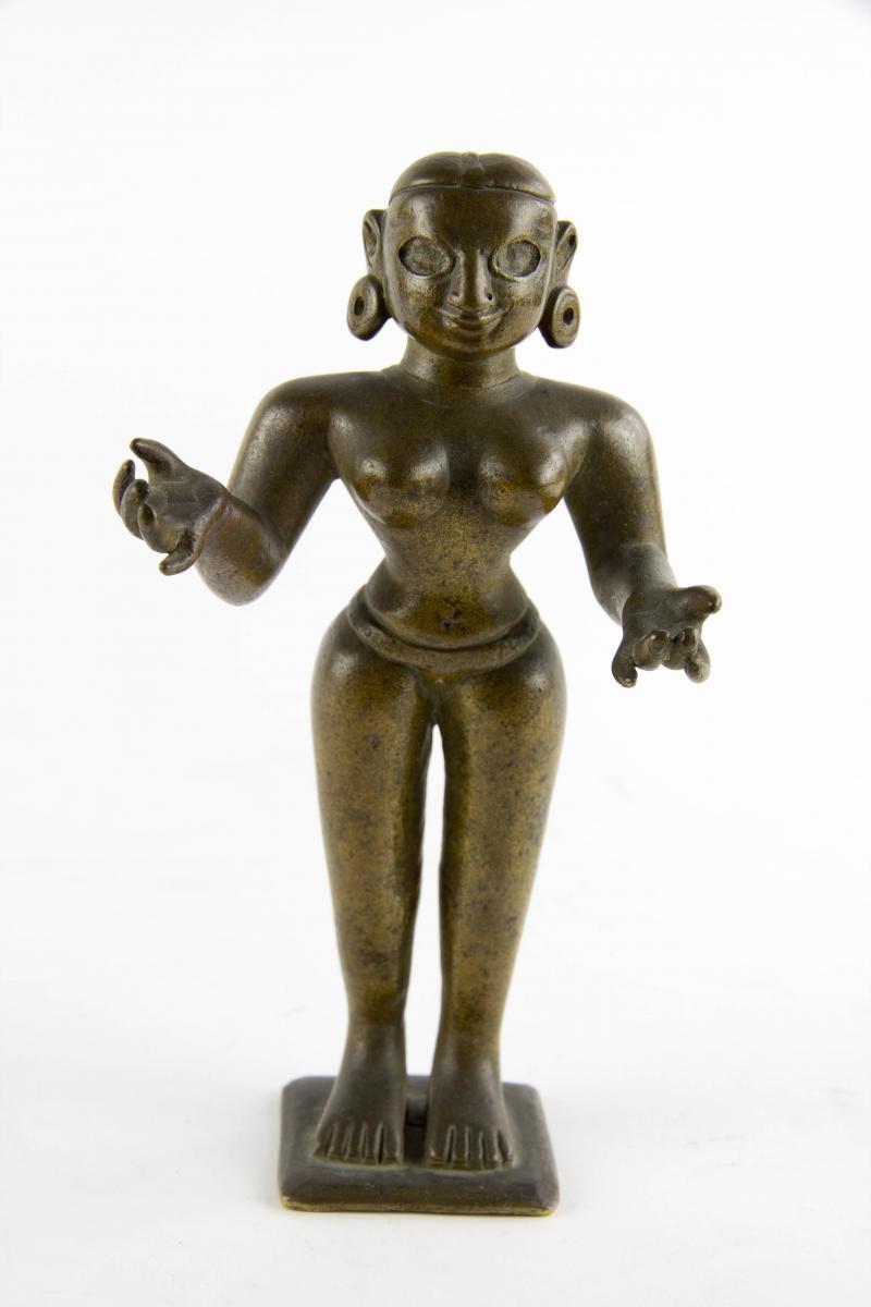 2 Radha, Indien, wohl Bengalen, 19. Jh., Bronze, eine Figur mit Gold eingelegten Augen und kleinem Rubin auf der Stirn
