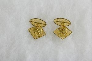 Paar Manschettenknöpfe, Äthiopien, Anf. 20. Jh., 18 Karat Gold, 8,8 g, verziert mit dem Wappen von Äthiopien, Geschenk von Kaiser Haile Selassie, feine Filigranarbeit. 2 cm x 2 cm