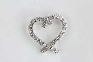 Anhänger, 925er Silber gestempelt, Anhänger in Form eines Herzen mit farblosen Steinen besetzt, getragen, Gebrauchsspuren. Höhe Herz: 13 mm