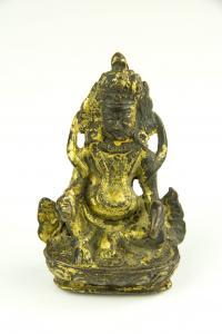 Kleine Figur, wohl Tibet, 17. Jh., Bronze, Jambhala, Gott des Reichtums, mit Goldlack überzogen, schöne Patina, H: 8 cm.