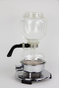 Kaffeemaschine, Schott Mainz, um 1960, Entwurf Bauhaus Weimar/Dessau, wohl unbenutzt, unbeschädigt. H: 29 cm.