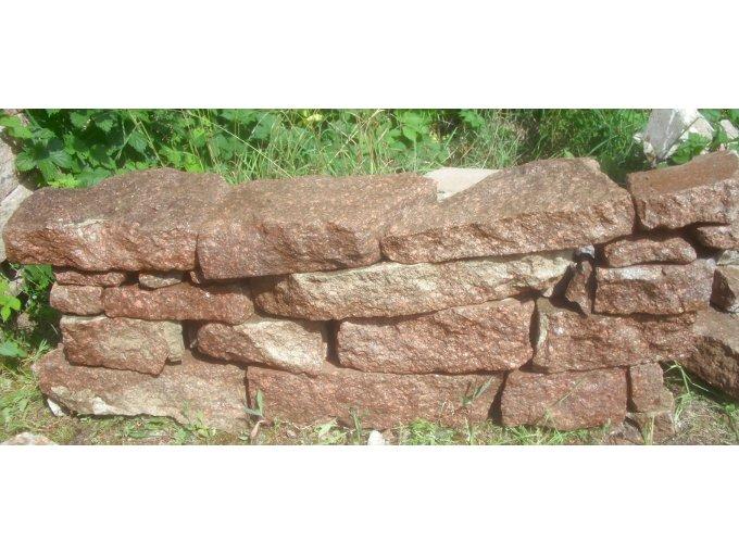 porphyr steine natursteine bruchsteine mauer trockenmauer. Black Bedroom Furniture Sets. Home Design Ideas