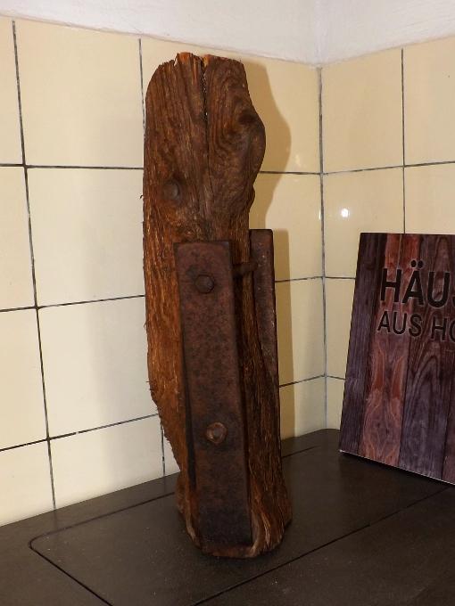 skultptur stele alter balken antikes holz dekoration scheunenbalken altes bauholz oldthing. Black Bedroom Furniture Sets. Home Design Ideas