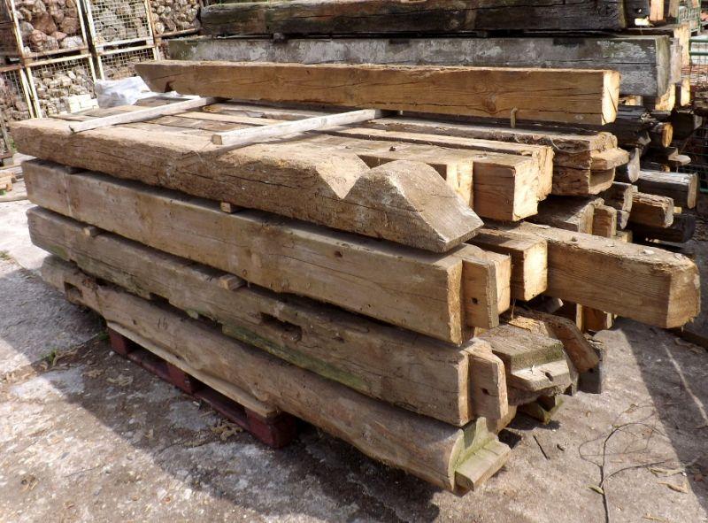 sonnenverbrannte Scheunenbalken Altholzbalken altes Bauholz Fachwerk historische Balken rustikal 1