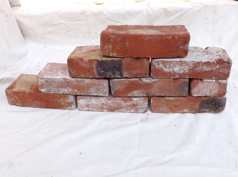 Mauersteine antik rustikal Ziegel Klinker Backsteine historische Mauerwerk Verblender Ruine Garten