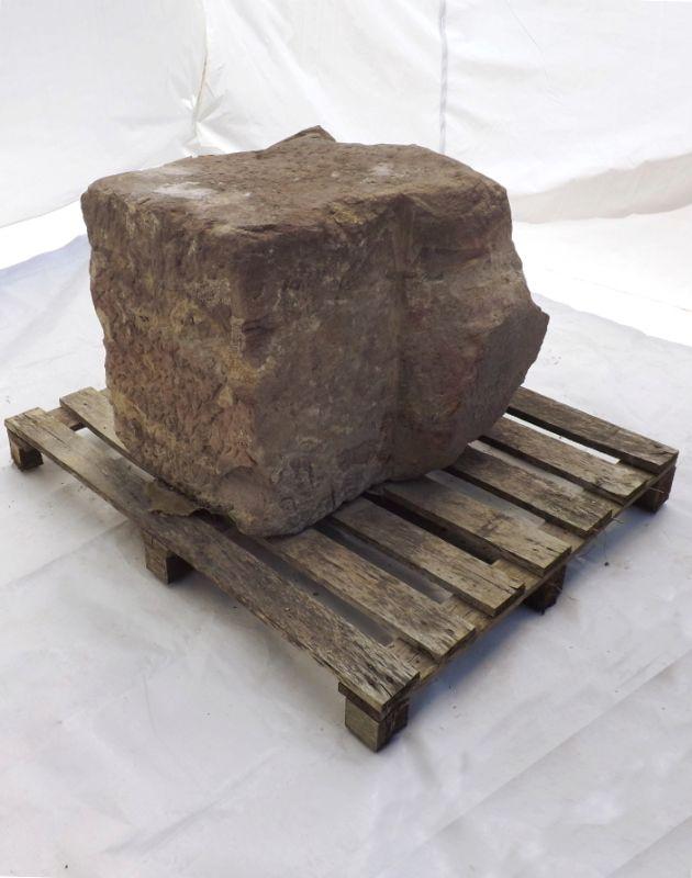 Sandstein Block historisches Element Pfeiler Tor als Solitär Garten Deko Skulptur Sockel Findling