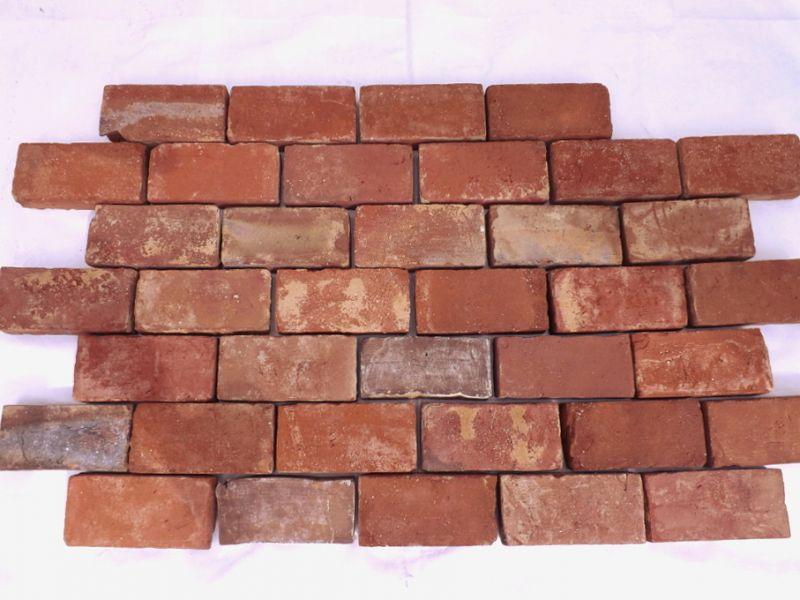 Bodenziegel Bodenplatten Weinkeller Antikziegel alte Mauersteine Backsteine Terracotta Ziegelboden  1