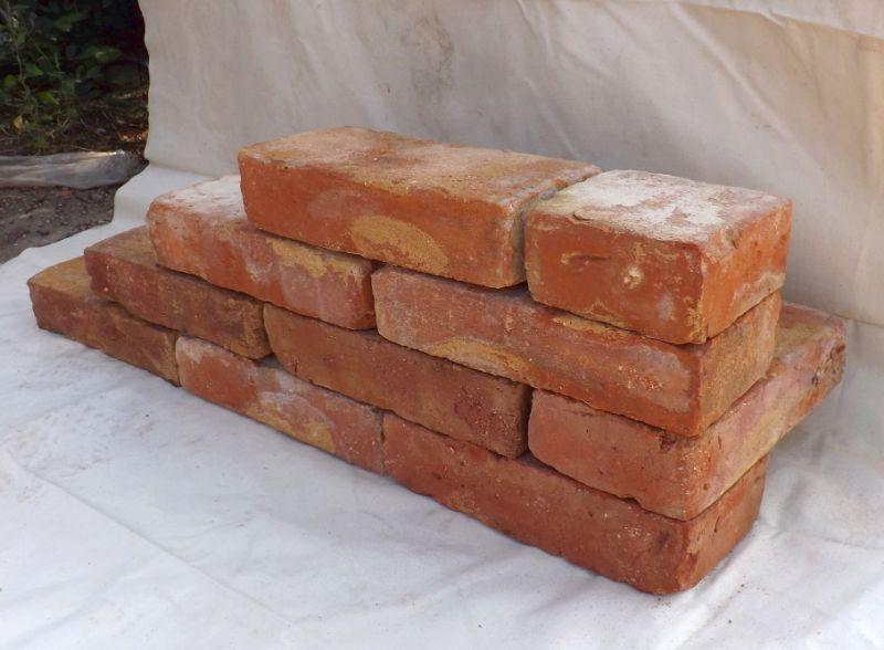 Bodenziegel Bodenplatten Weinkeller Antikziegel alte Mauersteine Backsteine Terracotta Ziegelboden  4