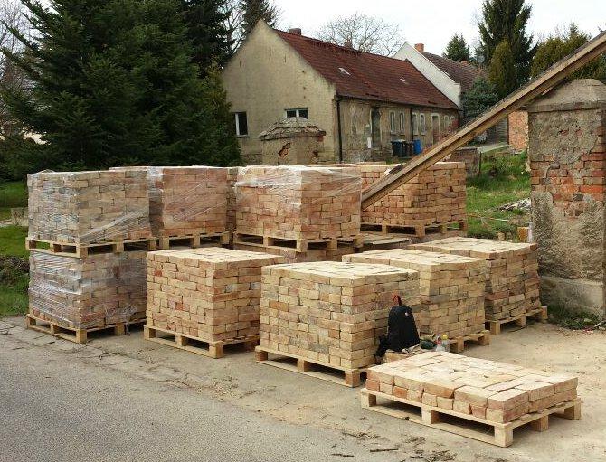Bodenziegel Bodenplatten Weinkeller Antikziegel alte Mauersteine Backsteine Terracotta Ziegelboden  5