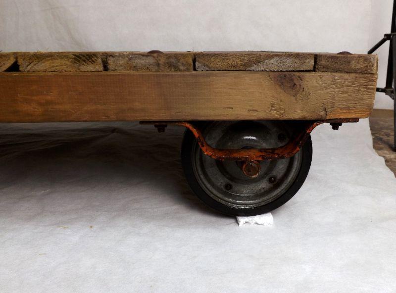 Couchtisch Loft Rollpalette Palettenrollwagen DDR Fabriklook Holztisch Kaffeetisch Industrial  3