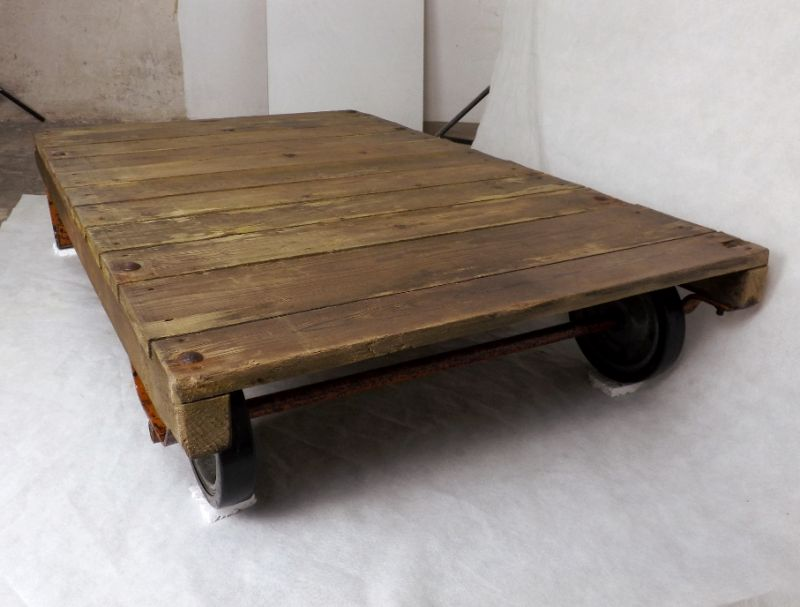 couchtisch loft rollpalette palettenrollwagen ddr fabriklook holztisch kaffeetisch industrial. Black Bedroom Furniture Sets. Home Design Ideas