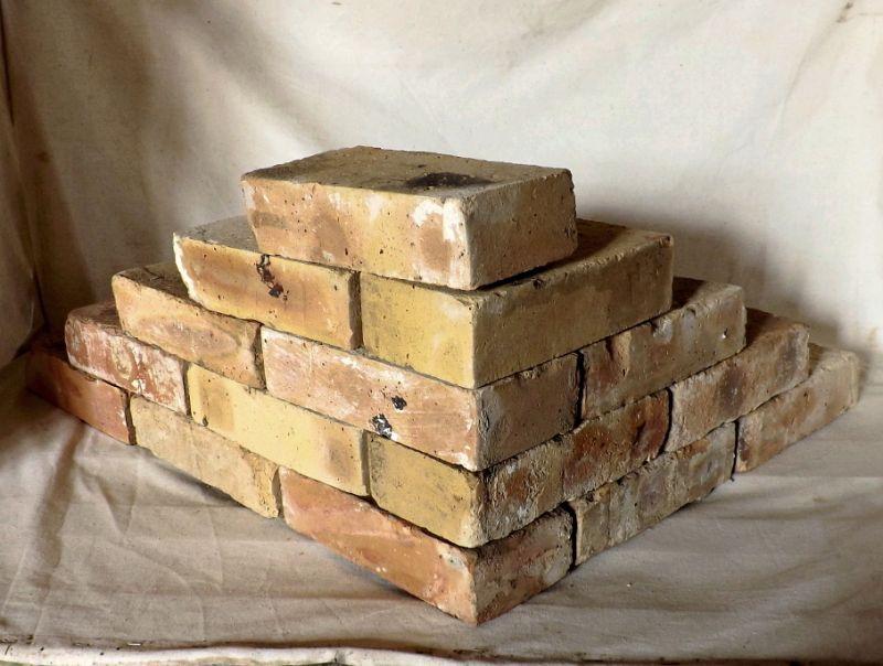 Antikziegel rustikale alte Mauersteine Ziegel Klinker Backsteine Verblender historisches Mauerwerk Weinkeller Ruinenmauer Grill Sommerküche