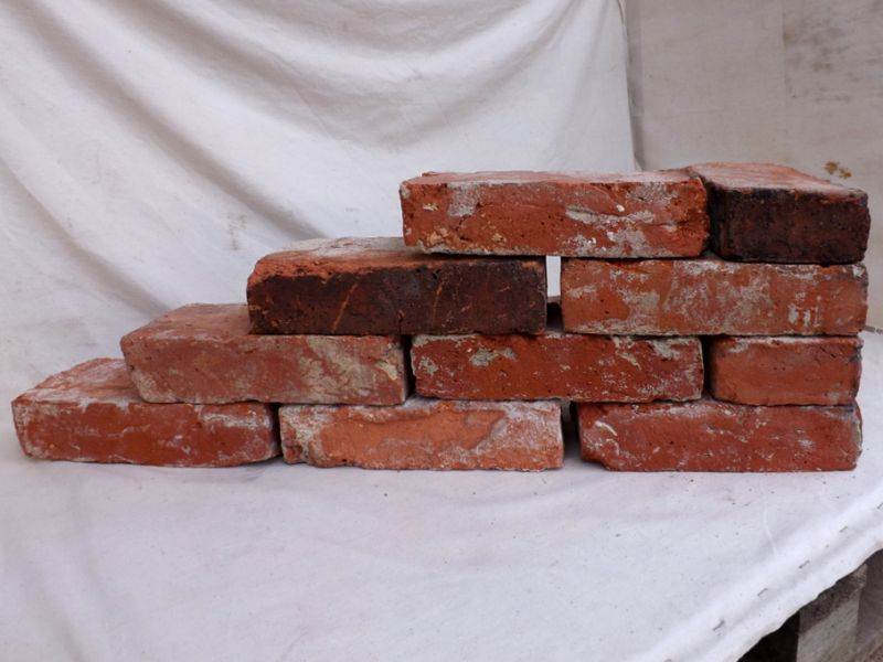 Antikziegel rustikale alte Mauersteine Ziegel Klinker Backsteine Verblender alte historische Mauersteine Feldbrand Art Weinkeller Ziegelboden Ruinenmauer