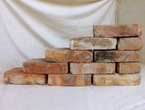 Alte Mauersteine Antikziegel rustikale Klinker Backsteine historisches Mauerwerk gerumpelt