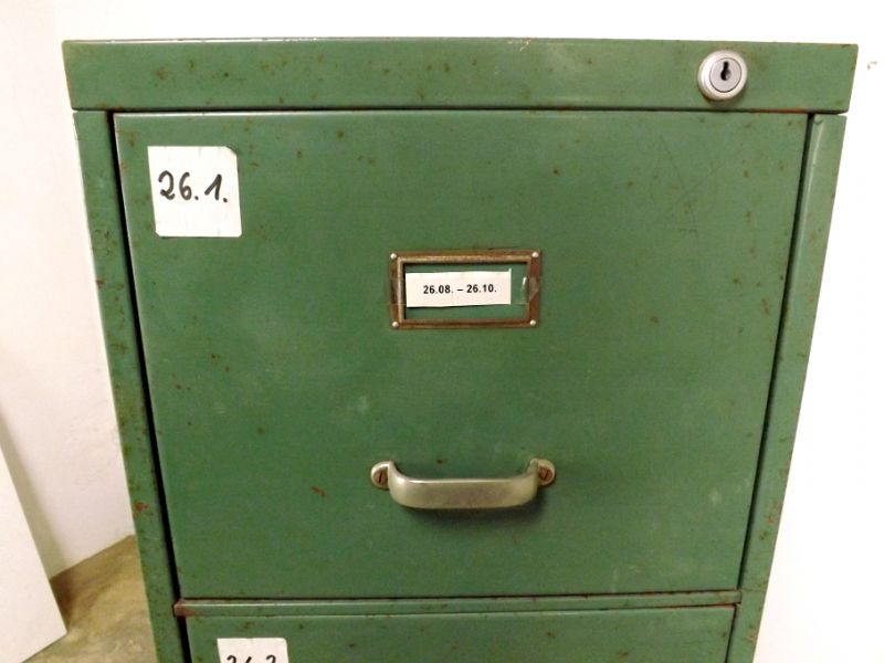 Aktenschrank Beistellschrank vintage used look Metallschrank Blechschrank Spind Kommode Apothekerkommode Hochkommode  3