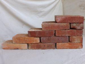 Antikziegel rustikale alte Mauersteine Ziegel Klinker Backsteine Verblender alte historische Mauersteine Rückbausteine Weinkeller Ziegelboden Ruinenmauer Industrie Loft