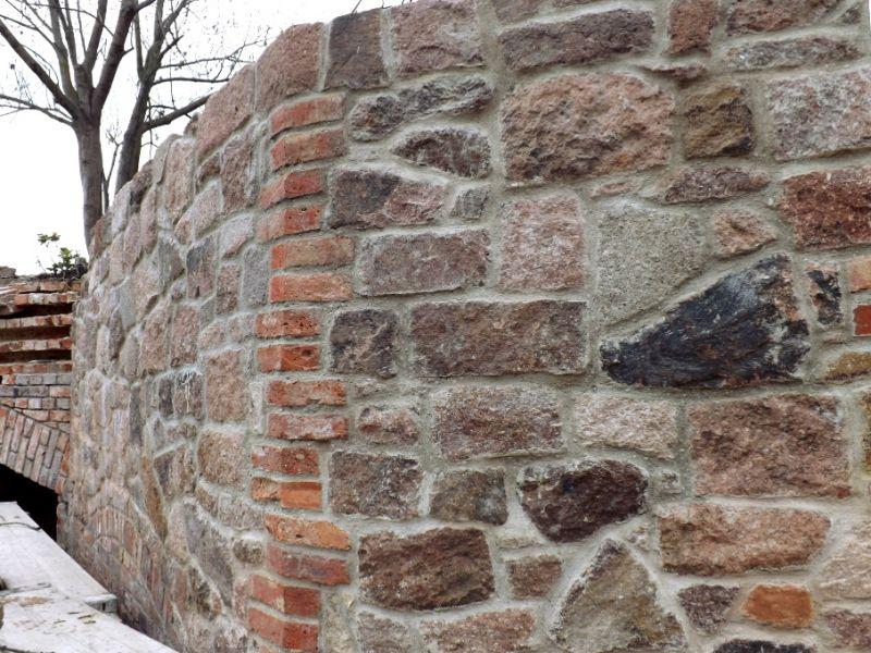 Bruchstein Mauerwerk Naturstein Porphyr Trockenmauer Gartensteine Poolumrandung Zyklopenmauerwerk Polygonalmauerwerk  1