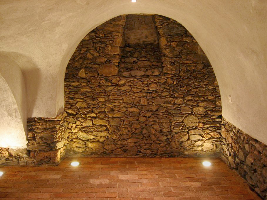 Ziegelboden Bodenplatten Weinkeller Antikziegel alte Mauersteine Backsteine Terrakotta Gewölbekeller 6