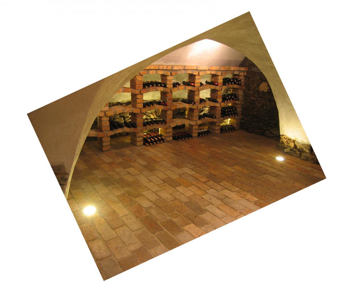 Ziegelboden Bodenplatten Weinkeller Antikziegel alte Mauersteine Backsteine Terrakotta Gewölbekeller 7